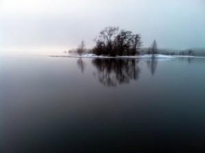 Det blev mörkt strax före solnedgången av tjock dimma som vällde in från Storvänern.